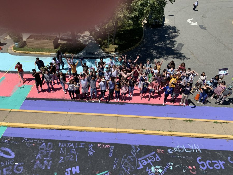 Class of 2021 group photo with mural